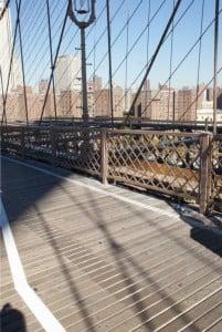 Fußgänger-und Radfahrweg sind durch einen weißen Strich getrennt