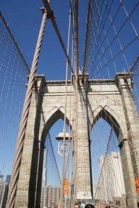 Brooklyn Bridge Türme mit gotischen Bögen 48m hoch