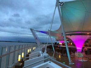 Lanai Bar Außenbereich AIDAprima Aussicht Panorama Abendstimmung