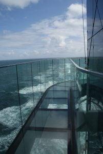 Skywalk AIDAprima oben Aussicht Meer Geländer Scheiben