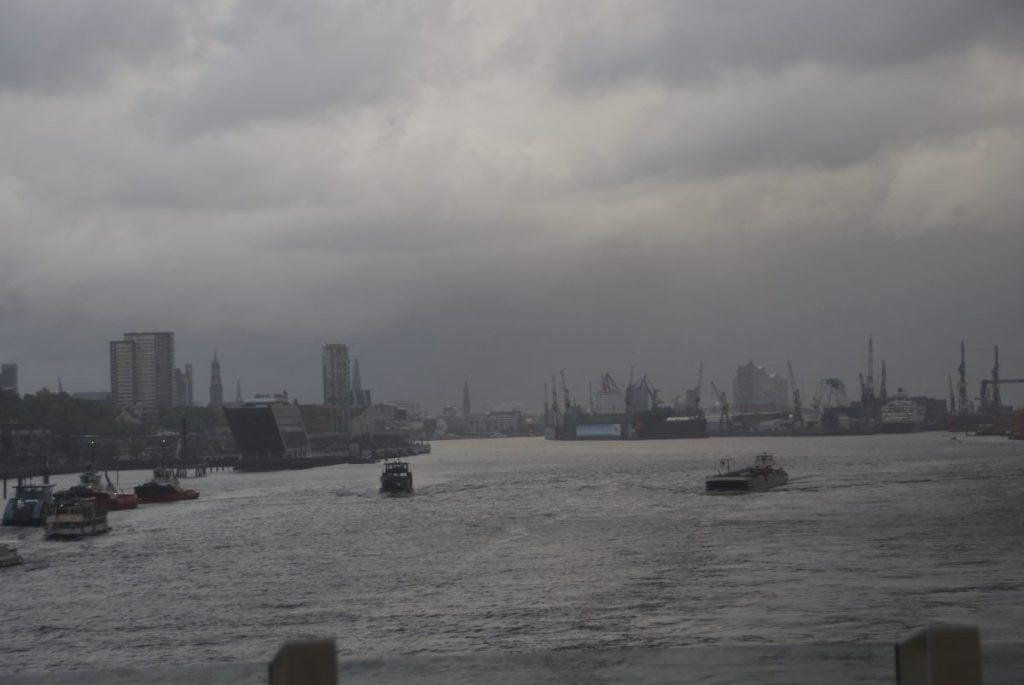 Auslaufen aus dem Hamburger Hafen Aida prima Aussicht Meer Elbe