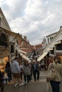 Läden auf der Rialtobrücke Venedig