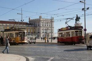 Nostalgische Tram Praca do Comercio Lissabon
