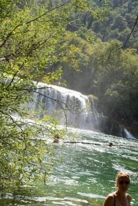 Wasserfall Schwimmen baden Nationalpark Krka Kroatien