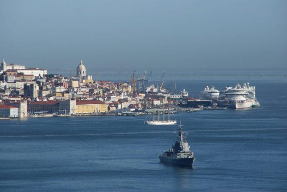 Lissabon vom Meer aus mit AIDAblu
