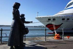 Annie Moore und Brüder Statue Cobh Irland Auswanderer New York