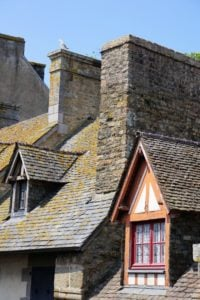 Blick von der Stadtmauer Mont-Saint-Michel