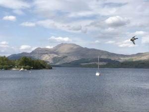 Loch Lomond See mit dem Berg Ben Lomond