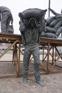 Skulptur am Hafenausgang Aarhus
