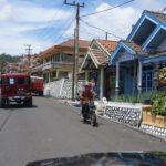 Der Weg führt durch kleine Dörfer